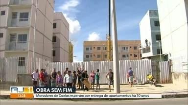 Moradores esperam há 10 anos entrega do apartamento - Prefeitura diz que obras estão em fase de conclusão