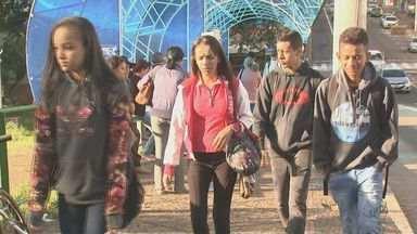Temperatura cai para 15 graus e moradores se preparam para sair de casa em São Carlos - Blusas, casacos, e calças começaram a sair do guarda-roupa.
