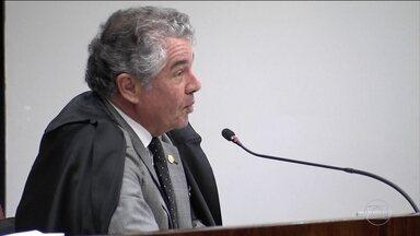 Marco Aurélio aceita a denúncia e diz que há sinais de prática criminosa - Relator do caso, ministro citou gravações telefônicas em que Aécio fala na escolha de delegados da Polícia Federal.
