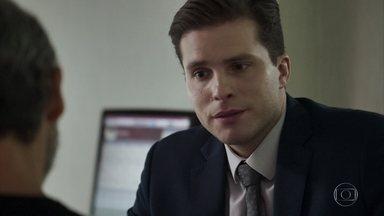 Patrick afirma a Henrique que Clara é a mulher de sua vida - Gael se declara para Clara. Clara descobre que Beth está com febre e se preocupa
