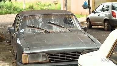 Prefeitura de Ibiporã identifica 20 carros abandonados pela cidade - 17 carros foram recolhidos pelos donos.