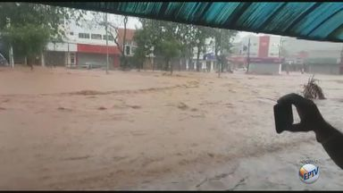 Comerciantes atingidos pelo temporal há um mês em São Carlos falam sobre os prejuízos - Prefeitura começa a remanejar recursos para as obras necessárias.