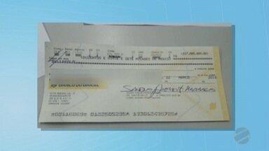 Integrante de grupo que aplicava golpe da mina de ouro é preso - A prisão foi feita em Brasília, na casa do suspeito, após ele emitir, conforme a PF, quase R$ 1 bilhão em cheques sem fundos, para tentar enganar as vítimas do golpe.