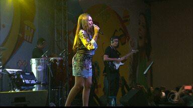 JPB2JP: Eduarda Brasil fez show para multidão em shopping de João Pessoa - Ela venceu o The Voice Kids.
