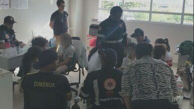 Crianças são retiradas de escola em Hortolândia por conta de queimada em terreno vizinho - 14 alunos foram atendidos pelo SAMU com problemas respiratórios.