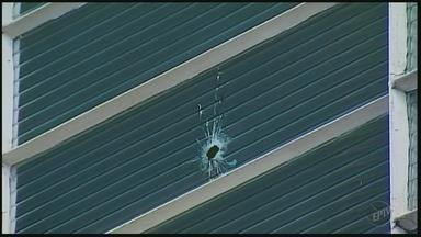 Criminosos disparam tiros em arrombamento de banco e loja em Jacuí, MG - Criminosos disparam tiros em arrombamento de banco e loja em Jacuí, MG