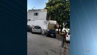 Motoristas estacionam em locais proibidos, em Goiânia - Motociclista leva criança sem capacete em Rio Verde.