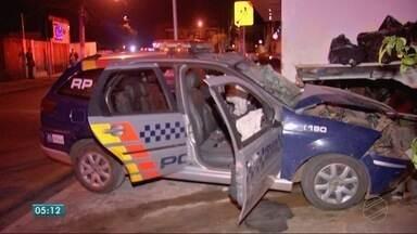 Carro da polícia se envolve em acidente - Carro da polícia se envolve em acidente