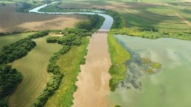 Dois rios lado a lado - Marcão mostra o encontro dos rios Pardo e Paranapanema.