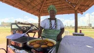 Comida de rua movimenta negócios em Salvador - A cidade tem uma legislação bastante abrangente, o que facilita a venda de comida nas ruas.