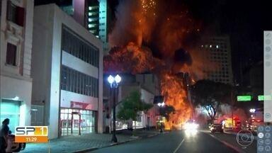 Imagens mostram momento em que prédio desaba no centro de SP - O incêndio no prédio no Largo do Paissandu começou na madrugada desta terça-feira (1).