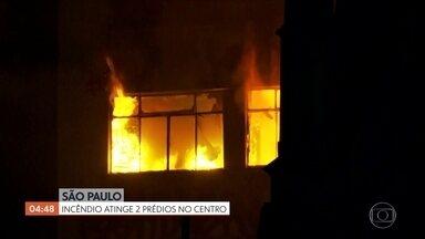 Prédio ocupado tem incêndio de grandes proporções no Centro de São Paulo - A prioridade dos bombeiros é saber se há pessoas soterradas nos escombros do prédio que desabou. Cerca de 160 homens trabalham no local.
