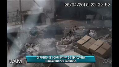 Depósito de cooperativa de recicláveis é invadido por ladrões - Os bandidos roubaram um caminhão e uma balança.