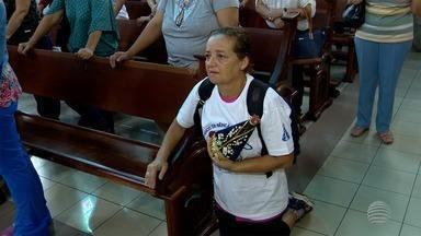 Fiéis acompanham imagem de Nossa Senhora Aparecida em Presidente Prudente - 'Caminhando com Maria' seguiu pela Avenida Washington Luiz.
