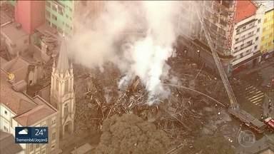 Incêndio em prédio no Largo do Paissandu deixa desabrigados - Bombeiros montaram uma espécie de gabinete de risco pra realizar os trabalhos