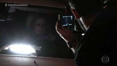 Confira os bastidores de gravação da cena de fuga de Sophia - Vilã aproveita confusão e consegue fugir da polícia em 'O Outro Lado do Paraíso'