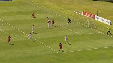 Com gol de pênalti, Guarani-MG vence Tupynambás e amplia vantagem pelo título - Com um a mais desde os 25 minutos do 2º tempo, Bugre vence com gol de Pedrinho e pode até perder por um gol de diferença que fica com o título