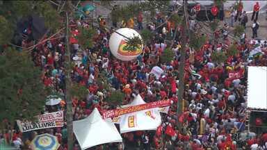 Primeiro de Maio foi de manifestações em vários pontos da cidade - De missa a ato promovido pelos movimentos sociais e das centrais sindicais, manifestantes protestaram contra a reforma da previdência e também contra a prisão do ex-presidente Lula.