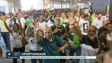 Milhares de pessoas participam de feirão em busca de emprego - Mais de 30 mil pessoas estiveram no evento.