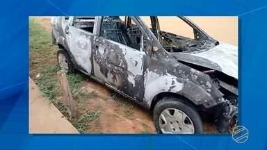 Carro ocupado por família pega fogo em Campo Grande - Veículo ficou totalmente destruído 20 minutos após o início do fogo.