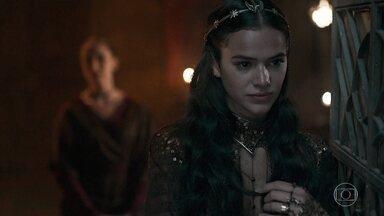 Catarina acredita que a fuga de Afonso é um questão de tempo - Lucíola fala que Afonso terá dívida eterna com Catarina
