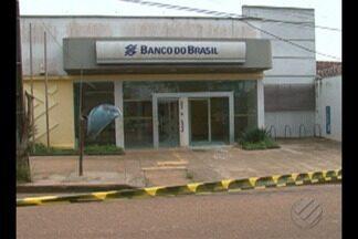 Bandidos assaltam agência do Banco do Brasil e fazem reféns na cidade de Brasil Novo - Eles ainda atiraram contra um quartel da Polícia Militar.