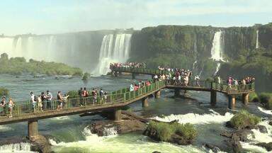 Turistas aproveitam dia tranquilo nas Cataratas do Iguaçu - Movimentação foi bem menor do que nos outros dias de feriadão.