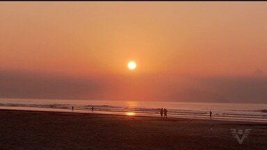 Feriado prolongado movimenta as praias da região - Sol e temperaturas altas levaram turistas à orla.