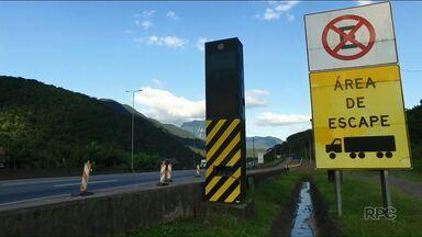 Área de escape da BR-376 salva motoristas que perdem o freio na serra - Nossa equipe percorreu a rodovia e na reportagem mostra os perigos da estrada