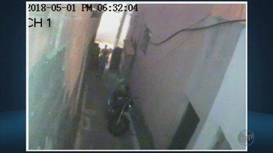 Peritos investigam o que causou queda de casa de dois andares em Belo Horizonte (MG) - Peritos investigam o que causou queda de casa de dois andares em Belo Horizonte (MG)