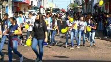 Caminhada marca início da campanha Maio Amarelo em Araguaína - Caminhada marca início da campanha Maio Amarelo em Araguaína