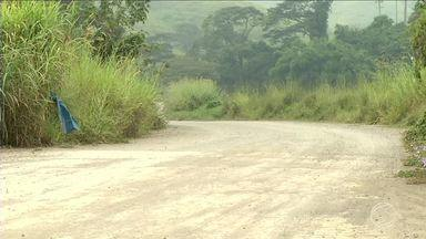 Motoristas reclamam de má conservação da RJ-143, em Barra Mansa, RJ - Rodovia liga Quatis ao distrito de Amparo, em Barra Mansa, RJ.