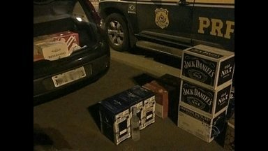 Motorista é flagrado com 131 garrafas de bebidas trazidas irregularmente do Uruguai - O motorista teve a viagem interrompida pela PRF na Região Central do Rio Grande do Sul. As bebidas eram trazidas do Uruguai.