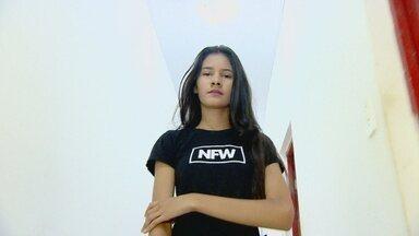 Jovem modelo representa o Brasil em concurso de beleza - Ela foi selecionada em uma seletiva nacional.