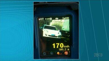 Polícia Rodoviária flagra motoristas acima do limite de velocidade no feriadão - Em um dos casos, motorista estava a 170 km/h