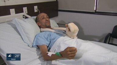 Zelador que teve mão decepada durante tentativa de assalto no Recife comemora reimplante - Homem teve a mão esquerda decepada após se recusar a entregar a bicicleta.