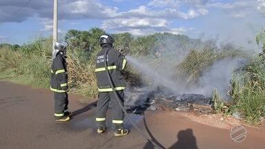 Campo Grande registra quatro queimadas na tarde desta quarta-feira - O Corpo de Bombeiros reforça o alerta para população sobre os perigos nesta época mais seca.