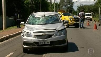 Brasil tem o 5º trânsito mais violento do mundo, diz ONU - De acordo com um levantamento da ONU, o Brasil é o quinto país com o trânsito mais violento do mundo. São mais de 200 mortes para cada 100 mil veículos. Segundo especialistas, a legislação brasileira é forte, mas nem sempre é colocada em prática.