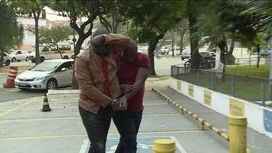 """Polícia de SP prende quadrilha que aplicava """"golpe do namoro"""" pela internet - Um dos golpistas fingiu ser um general americano."""