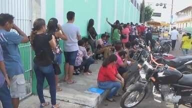 Eleitores formam filas em postos de cadastramento biométrico em Parintins - Atendimento terá horário especial.