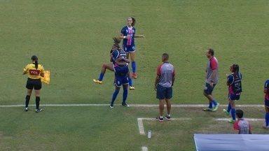 Após rebote da zaga, Aline arrisca de fora e marca - Camisa 9 fez o segundo gol do 3B na partida