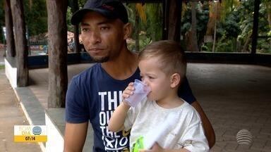 Famílias buscam lugares frescos para amenizar temperaturas altas - Situação ocorre principalmente nos finais de tarde do Oeste Paulista.