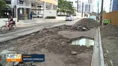 Buracos e obras atrapalham trânsito na Zona Sul do Recife - Segundo a Emlurb, obras da Compesa deixaram danos no asfalto. As duas empresas negociam o conserto nas vias.