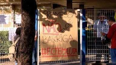 Alunos da Unesp fazem protesto em Presidente Prudente - Estudantes reivindicam divulgação da lista de beneficiados com a Bolsa Permanência.