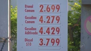 Queda no preço do etanol anima motoristas da região de Bauru - Ao contrário da gasolina, que tem subido de preço por conta da nova política da Petrobrás de seguir a variação do mercado internacional, o etanol tem seus preços em queda.