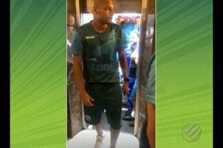 Jogadores do Paysandu ficam presos em elevador - Atletas, que estão no Rio Grande do Sul para partida contra Juventude, foram gravados por Renato Augusto no momento do resgate