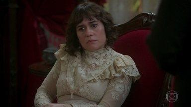 Virgílio conduz a charrete que leva Julieta ao encontro de Xavier - Tião avisa a Susana que a patroa já havia ido embora quando chegou para conduzi-la. O Motoqueiro Vermelho segue o rastro da Rainha do Café