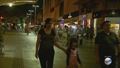 Comércio de rua funciona em horário especial para o Dia das Mães em Ribeirão Preto - No sábado, lojas ficam abertas até as 18h.