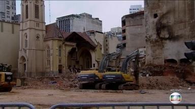 Bombeiros encerram buscas no local do desabamento do prédio, no centro de São Paulo - Os bombeiros encerraram as buscas de vítimas neste domingo (13). Quatro vítimas foram identificadas e outras 4 continuam desaparecidas.