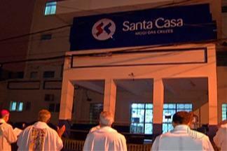 Alvorada da Festa do Divino reza pelos doentes - Devotos pararam em frente a Santa Casa para orações.